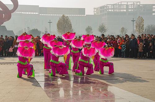广场舞展演舞出精彩生活