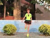 笑春风广场舞《冬天里的白玫瑰》原创32步鬼步舞 附口令分解动作教学演示