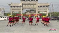河南省鹿邑县万家乐舞蹈队广场舞  掌声在哪里 表演 团队版