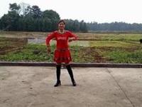玲玲舞动广场舞《小女人》原创舞蹈 异地合屏