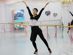 糖豆广场舞课堂《重要的事情要说三遍》编舞范范 附正背面口令分解教学演示