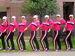 杨丽萍广场舞《请你到平南来做客》原创动感健身操 附正背面口令分解教学演示