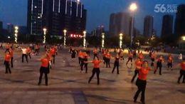 俏木兰广场舞《感到幸福你就拍拍手》原创舞蹈 团队演示