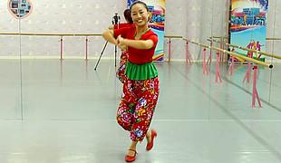 糖豆广场舞课堂《咱们的小村庄》编舞春英 团队演示 附正背面分解教学
